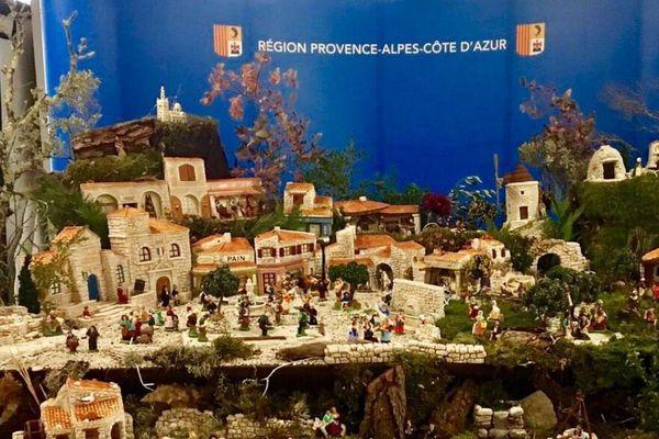Marseille : la crèche provençale installée dans le hall d'entrée