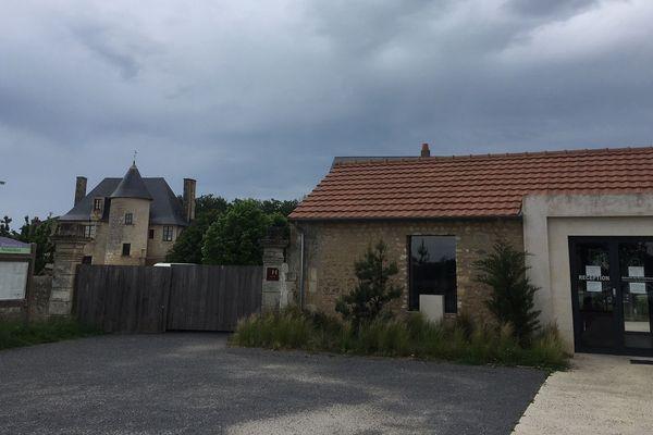 Le Domaine du Normandoux, vendredi 8 mai 2020, garde portes closes.