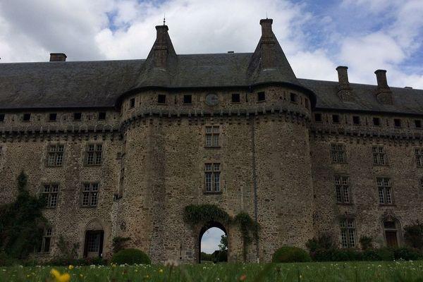 Le château de Pompadour à Arnac-Pompadour