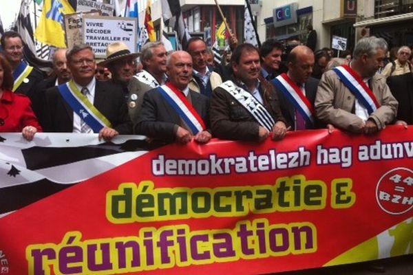 De nombreux élus de tous bords politiques ont défilé à Nantes