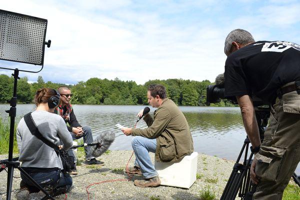 Clément Jeannin met Pihpoh à l'aise avant d'enregistrer l'interview.
