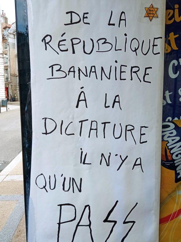 Affiche apposée place Saint Pierre à Besançon samedi 24 juillet