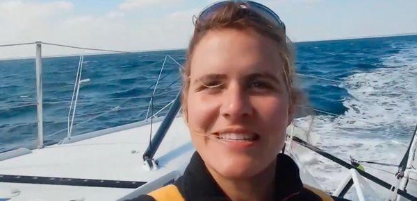 En mer, à bord de son monocoque Banque Populaire