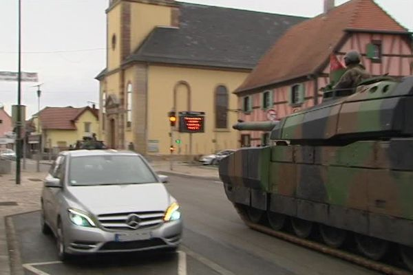 Les chars Leclerc, éléments essentiels de l'armée française, ont participé à cet exercice en plein air.