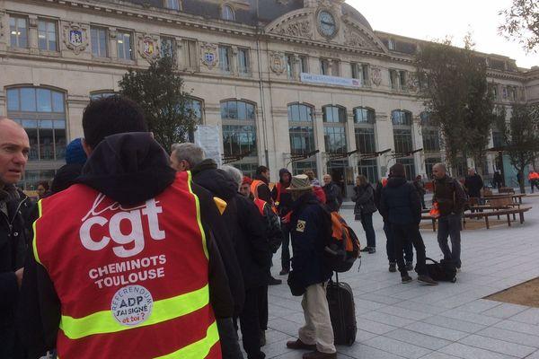 Opération recrutement vendredi matin devant la gare Matabiau à Toulouse, organisée par la CGT-cheminots