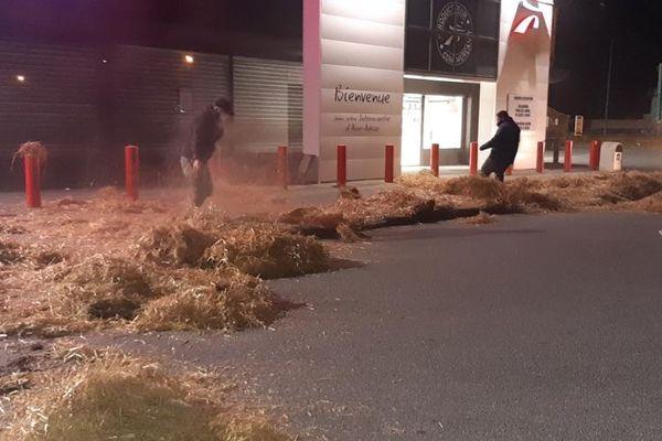 L'action des agriculteurs la nuit dernière à Aire-sur-l'Adour.