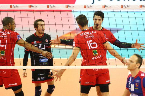 Les joueurs chaumontois, lors de la finale de la Super Coupe de Volley-Ball pro à Mulhouse, le 76 octobre 2017.