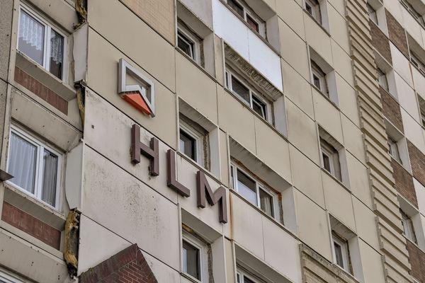 Une barre d'immeuble HLM à Calais, en 2017.