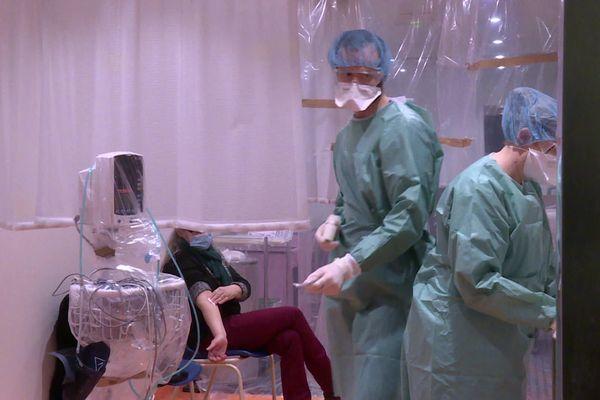 Le CHU de Bordeaux a ouvert une unité ambulatoire de dépistage du covid 19 pour répondre à l'affluence