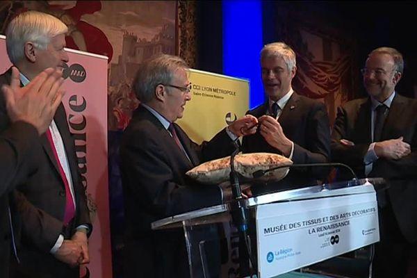 Ce lundi 14 janvier, le président LR d'Auvergne-Rhône-Alpes Laurent Wauquiezareçu à Lyon la clé du musée des Tissus.