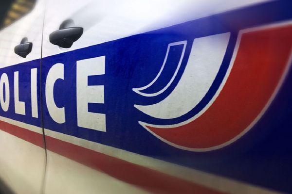 La police, avertie en fin de matinée, est restée sur les lieux jusqu'à 16 heures.