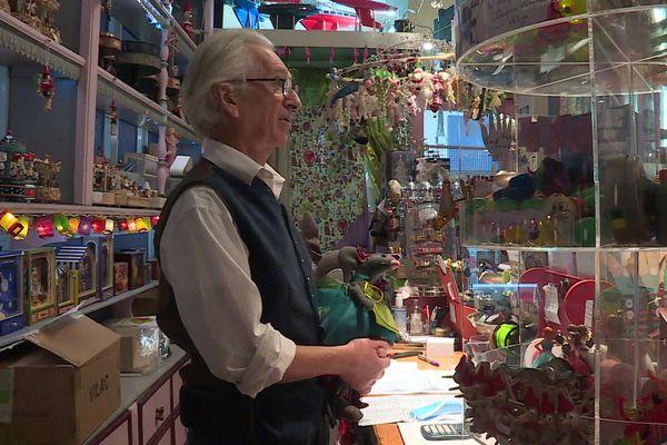 Alain Simon croit encore au miracle et à une réouverture des petits commerces pour écouler ses stocks de Noël
