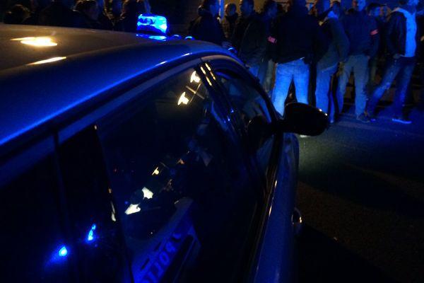 À Angoulême, les policiers étaient une soixantaine à ce rassemblement, plus important que la veille.