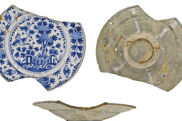 Plat en faïence de Delft du XVIe siècle.
