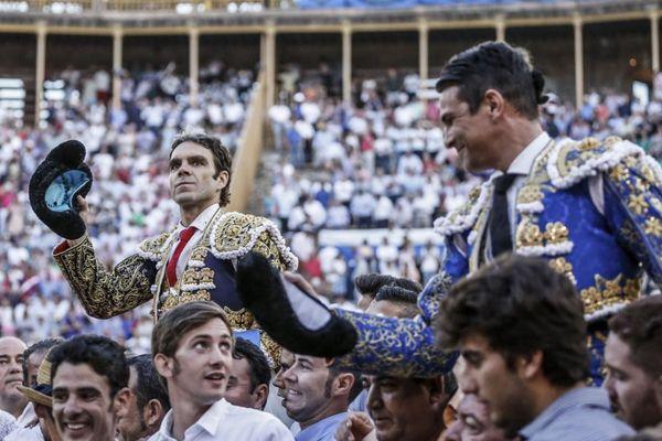 José Tomás, une nouvelle fois de retour à son meilleur niveau, et José María Manzanares, sur la lancée de son succès madrilène, sortent en triomphe des arènes d'Alicante.