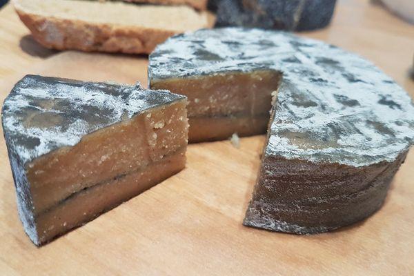 Dans le Puy-de-Dôme, la petite Frawmagerie produit des fromages 100% végétal.