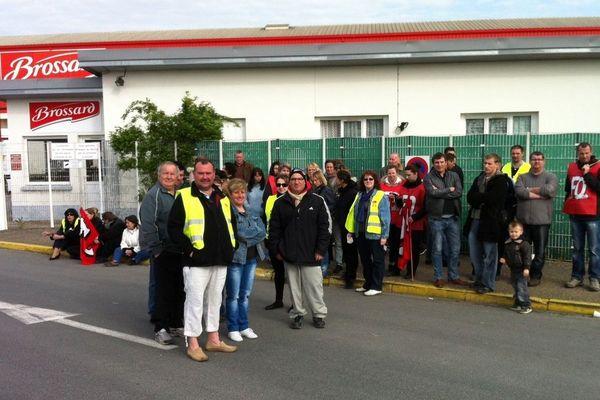Le personnel de l'usine Brossard en grève 2 avril pour réclamer des augmentations de salaires - Pthiviers  (Loiret)