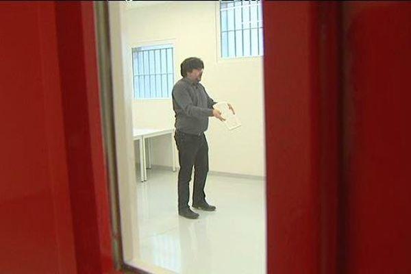 Clément Joubert, chef d'orchestre, à la prison de Saran (Loiret) pour le premier ateleir de la Fabrique Opéra
