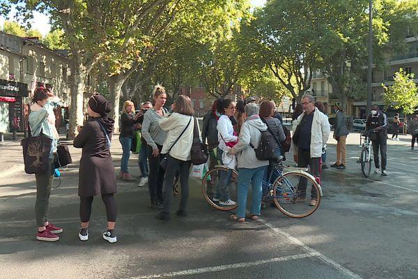 Les manifestants ont rallié la préfecture de Perpignan mais ont trouvé les portes closes. 27 octobre 2021.