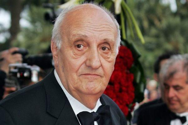 """Pierre Tchernia, le 14 mai 2004 au 57ème Festival de Cannes, pour assister à la projection du film d'Emir Kusturica """"Zivot Je Cudo (La Vie est un Miracle)"""" (archives)"""