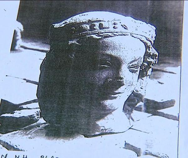Cette photo de 1906 est la dernière trace de la présence de la tête de Vierge couronnée à Laon dans l'Aisne.