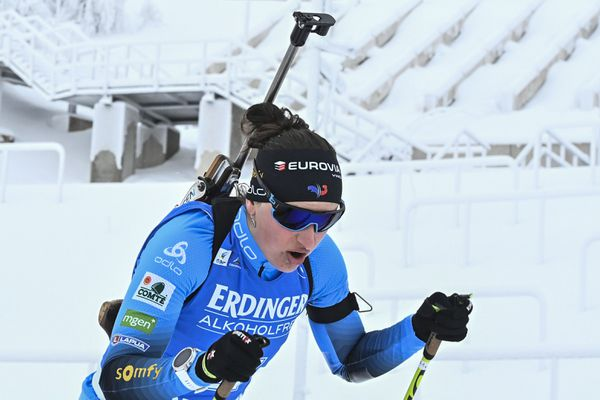 Né en 1996 à Albertville, Julia Simon est une biathlète française issue du Club des Sports des Saisies, en Savoie.