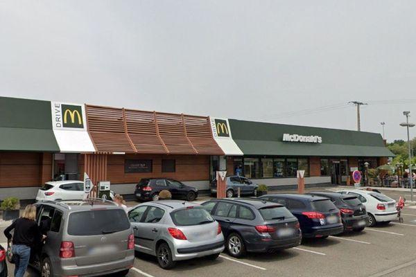 Le McDonald's de Geispolsheim est situé sur la zone commerciale de la Vigie, au sud de Strasbourg.