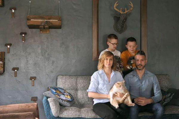 Une famille de Lempdes dans le Puy-de-Dôme réalise des petites vidéos avec leurs chats pendant le confinement lié au coronavirus COVID 19.
