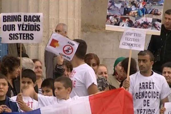 Près de 150 personnes étaient réunies, ce matin, devant la préfecture de Rouen pour soutenir les Yézidis d'Irak.