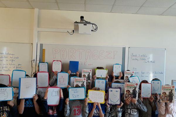 Une classe de CM2 de l'école d'Yvetot (Seine-Maritime) a tenté une expérience sur Facebook.