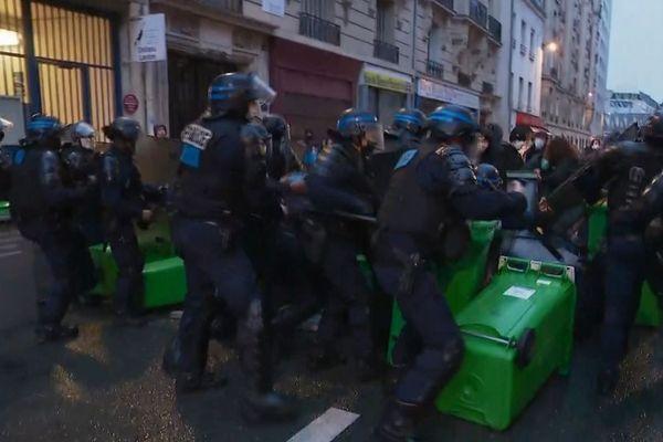 Intervention des forces de l'ordre, ce mardi matin, devant le lycée Colbert.