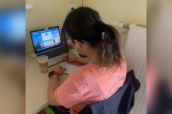 Etudiante à Amiens, Yamina travaillait en tant qu'intérimaire pour financer ses études mais son contrat a été rompu à cause du confinement.