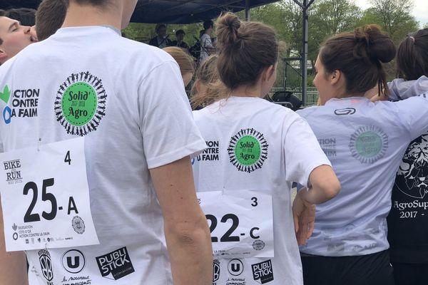 Les étudiants ont bouclé un parcours de course et de vélo de 3 kilomètres.