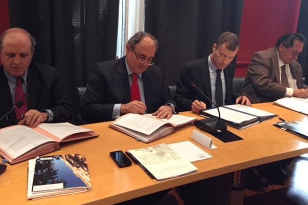 De gauche à droite, Paul-Marie Romani, Président de l'université, Paul Gicobi, Président du Conseil exécutif de Corse, Christophe Mirmand, Préfet de Corse et Michel Barat, Recteur d'académie.