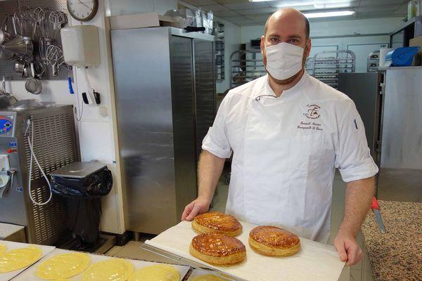 Romuald Meunier en janvier 2021, il nous présentait alors sa galette des rois dans le laboratoire où il travaille avec son équipe, une vingtaine de jeunes boulangers et pâtissiers.