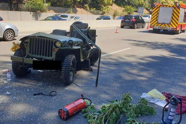 Ce 5 juillet sur l'autoroute A8, un accident de la circulation impliquant deux véhicules légers dont un 4x4 modèle collection et cabriolet (Jeep willys).