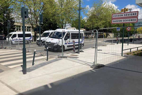 Le quartier de la DREETS Bretagne à Cesson-Sévigné  totalement bouclé pendant la réunion.