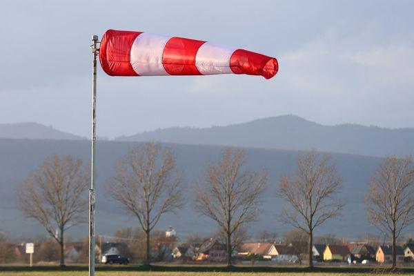 des pointes de vent à 100 km/h à prévoir sur le littoral normand dimanche soir