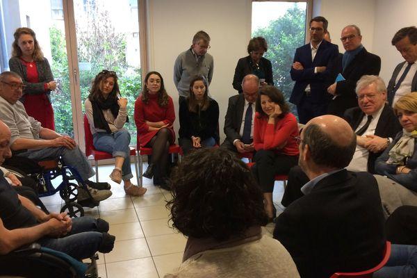 La ministre de la santé Agnès Buzyn a inauguré le pavillon H de l'hôpital Edouard-Herriot à Lyon, vendredi 5 avril; une journée mouvementée pour la ministre.