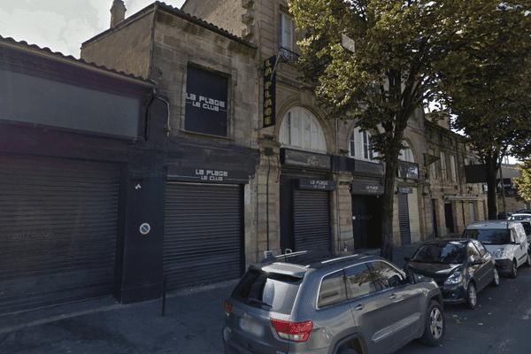 L'entrée de la discothèque La Plage, situé quai de Paludate à Bordeaux.