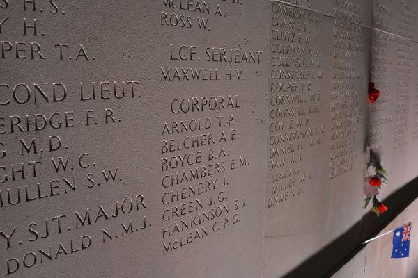 Le mur du mémorial comportant les 11 000 noms des soldats australiens morts durant la Grande Guerre