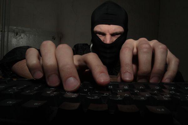 Derrière un pseudo ou un compte sur internet peut parfois ce cacher un tout autre profil que celui auquel on croit.