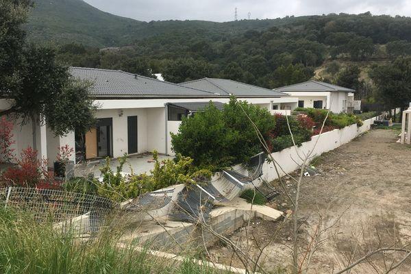 Le lotissement Umbrione, à Borgo (Haute-Corse) a été submergé par les boues au mois de novembre. Depuis, les habitants ne peuvent pas y ré-emménager.