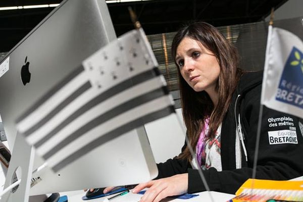 Elodie Guérin remporte la médaille d'or dans la catégorie Arts Graphiques. Titulaire d'un BTS Communication, Elodie est en contrat de professionnalisation à France 3 Bretagne.