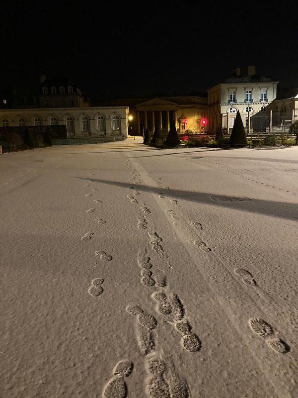 Caen sous un mince manteau de neige, ce mercredi matin (10 février 2021)