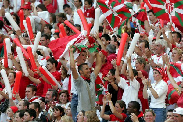 Les supporters basques du Biarritz Olympiques contre Toulouse (10 juin 2006) (illustration)