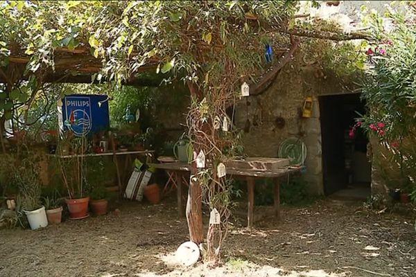 Le jardin de l'Atelier du Chat Brol à Edon en Charente.