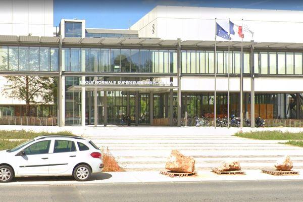 L'université Paris-Saclay a été placée en treizième position de l'édition 2021 du classement de Shanghai, dressant la liste des meilleurs établissements d'enseignement supérieur du monde. Ici, la façade de l'Ecole Normale Supérieure de Paris-Saclay.