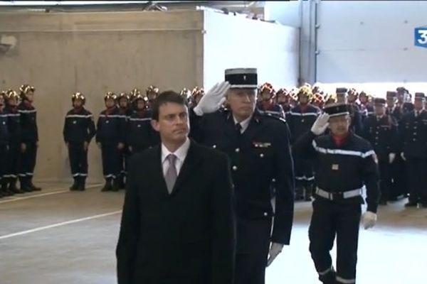 Manuel Valls lors de la cérémonie d'hommage à Lionel Lucyk