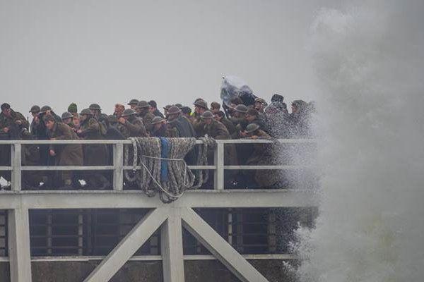 """Tournage d'une scène de """"Dunkirk"""" mardi sur la jetée Est de Malo."""
